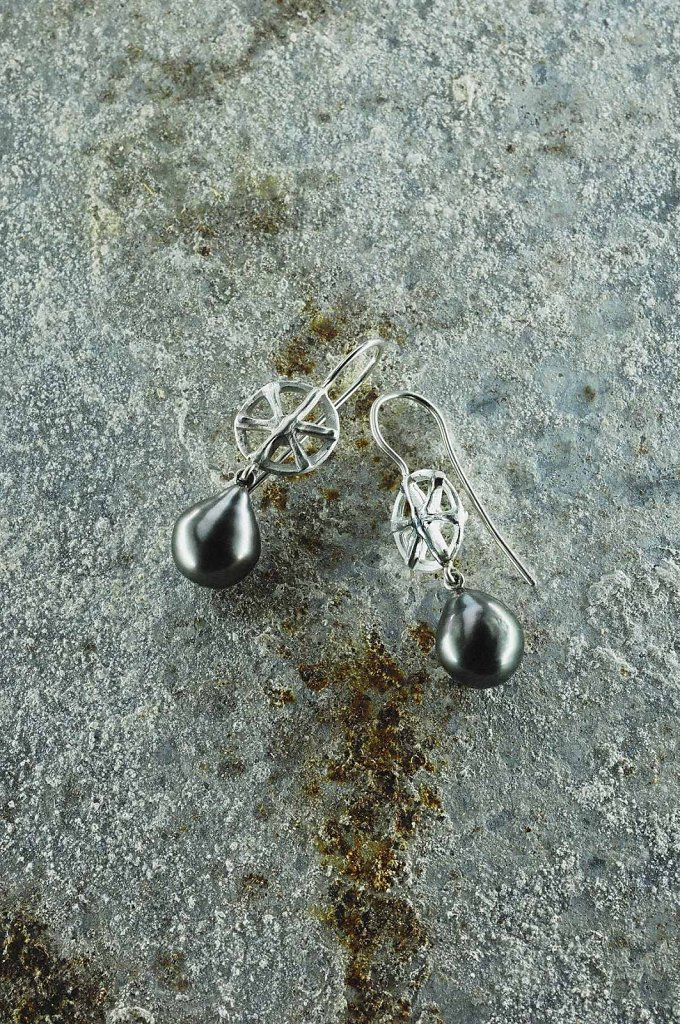 © Valérie Sloan, boucles d'oreille roue